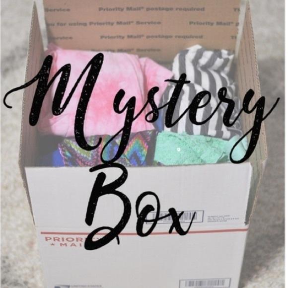 ✨Mystery Box Bundle✨ Aritzia, Oak + Fort, etc.